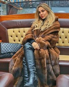 👑Goddess in Boots&Heels 👑 Fur Fashion, Leather Fashion, Look Fashion, High Leather Boots, Black Leather Gloves, Sexy Boots, Black Boots, Womens Thigh High Boots, Sexy Stiefel