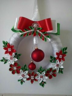 New crochet christmas wreath diy projects Ideas Crochet Christmas Wreath, Quilling Christmas, Holiday Wreaths, Christmas Decorations, Christmas Makes, Felt Christmas, Christmas Holidays, Christmas Ornaments, Christmas Candle