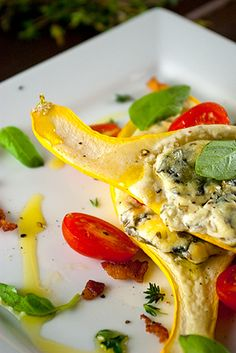 Baked Stuffed Summer Squash with Cream Cheese, Basil, and Spinach. Perfect way to use all the squash from a Texas garden! Vegetable Recipes, Vegetarian Recipes, Cooking Recipes, Healthy Recipes, Summer Squash Recipes, Summer Recipes, Fabulous Foods, Vegetable Side Dishes, Tasty Dishes