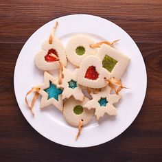 Christmas Ornaments Cookies Check out this creative cookie recipe! Christmas Sweets, Holiday Baking, Christmas Desserts, Holiday Treats, Christmas Baking, Christmas Ornaments, Holiday Cookies, Holiday Recipes, Cookie Dough Vegan