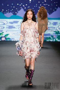 Anna Sui - Ready-to-Wear - Spring-summer 2014 - http://www.flip-zone.net/fashion/ready-to-wear/fashion-houses-42/anna-sui-4106 - ©PixelFormula