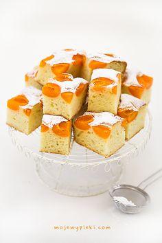 yogurt mousse cake with fruit No Bake Treats, No Bake Desserts, Delicious Desserts, Yummy Food, Polish Desserts, Polish Recipes, Yogurt Cake, Mousse Cake, Frosting Recipes