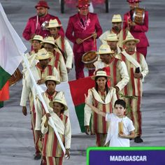 Madagascar's flagbearer Eliane Saholinirina leads her delegation during the opening ceremony of the Rio 2016 Olympic Games at the Maracana stadium in Rio de Janeiro on August 5, 2016. / AFP / PEDRO UGARTE        (Photo credit should read PEDRO UGARTE/AFP/