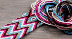 ply split braiding tutorial - Google zoeken Crochet Stitches, Knit Crochet, Crochet Patterns, Stitch Patterns, Beaded Crochet, Tapestry Bag, Tapestry Crochet, Mochila Crochet, Chevron Friendship Bracelets