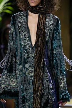 See detail photos for Roberto Cavalli Fall 2016 Ready-to-Wear collection.