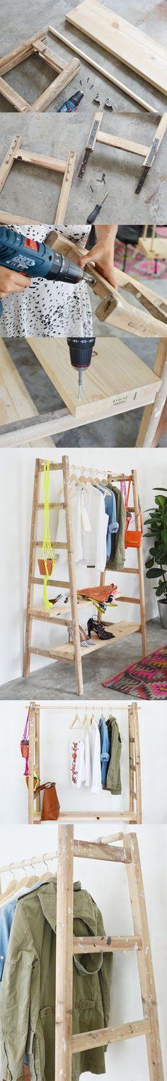Utiliza una vieja escalera de mano para colgar objetos decorativos ...