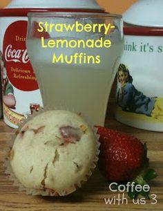 Strawberry-Lemonade Muffins / Sweet Muffins with a tart kick #recipes #breakfast