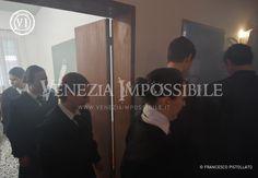 La scolaresca esce dall'aula.  Location: patronato dei Santi Maria e Donato, Murano.