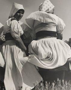 Slovakia - Woman from Moravské Lieskové - Viliam Malík Folk Costume, Costumes, Vintage Pictures, Old Photos, Twins, Culture, Statue, Retro, Women