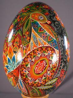 Pysanka art, Ukraine, ♥ , from Iryna Ukrainian Easter Eggs, Ukrainian Art, Art D'oeuf, Egg Shell Art, Christmas Embroidery Patterns, Easter Egg Designs, Faberge Eggs, Egg Art, Egg Decorating