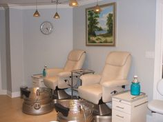 Pedicure stations - paint those toes! #saybrook #sanno