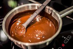 """""""Fondue? Nur mit Schokolade!"""" #Schokolade #Nikolaus #Fondue #Induktion #Hitze #Wasserbad #Schmelzen #Rezept #Appetit #Zutaten #Kuvertüre #Sahne #Orangensaft #Orangenlikör #Früchte #Butterkekse #Naschherz"""