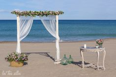 BODAS EVELOPEMENT EN VALENCIA: LAS BODAS MÁS ÍNTIMAS EN LA PLAYA Y OTROS RINCONES. | Las Tres Sillas Valencia, Chairs, Beach, Weddings