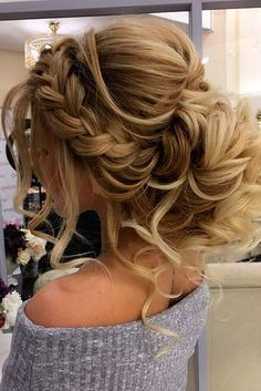 Wedding hairstyles for long hair are huge in number, which makes it not so easy to choose the ideal variant. See our collection of the best hairstyles. #longhairstyles