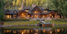 This timber frame mountain home has been designed as a year-round family vacation retreat by architects Shope Reno Wharton, located in Aspen, Colorado. Surrounded by acres of property, the resi… Timber Frame Homes, Timber House, Timber Frames, Rocky Mountains, Casas Country, Alpine Lodge, Mountain Homes, Mountain Living, Mountain Cabins