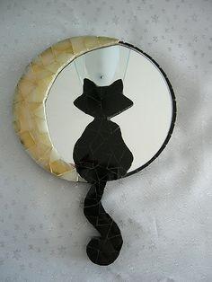 Bildergebnis für espejos de mosaico un gato Mirror Mosaic, Mosaic Art, Mosaic Glass, Glass Art, Moon Mirror, Mosaic Crafts, Mosaic Projects, Stained Glass Projects, Mosaic Animals