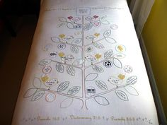 Embroidered family tree The Hand Crafted Cottage: DIY Handmade Gifts Types Of Embroidery, Embroidery Applique, Cross Stitch Embroidery, Embroidery Designs, Handmade Christmas Gifts, Handmade Gifts, Freehand Machine Embroidery, Cute Baby Gifts, Illustrations