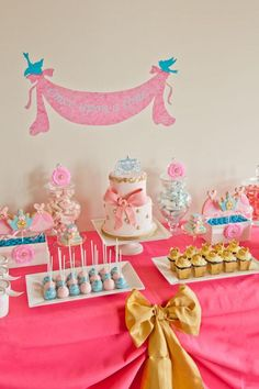 Princess party dessert table- mesa de postres para fiesta de princesas #fngnovelties