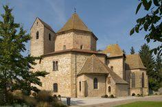Église d'Ottmarsheim (Haut-Rhin), v. 1030 - Bien que d'époque ottonienne, cette église est une réplique de la chapelle palatine carolingienne d'Aix