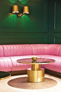 Emerald green walls with pink banquette | #design #colour #ambience trends, design trends, colors inspiration. See more at http://www.brabbu.com/en/inspiration-and-ideas/category/trends