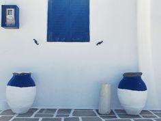 Symétrie grecque - #blue #white #Kastro #pottery #window #streetphotography #Greece #Cyclades #Sifnos