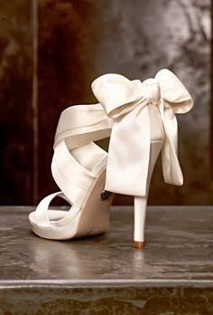 Cute bridal shoes with oversize bow - all white wedding inspiration