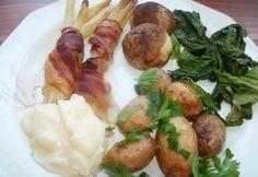 Baconba tekert spárga petrezselymes újkrumplival   NOSALTY Bruschetta, Potato Salad, Tapas, Sausage, Bacon, Potatoes, Chicken, Ethnic Recipes, Food