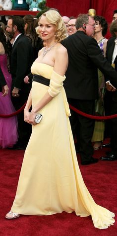 The Best Maternity Looks Ever On The Oscars Red Carpet - Naomi Watts in Escada, 2007 from Celebrity Maternity Style, Maternity Fashion, Maternity Dresses, Prom Dresses, Formal Dresses, Formal Wear, Pregnant Actress, Oscar Fashion, High Fashion
