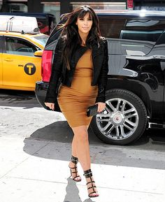 Kim Kardashians Baby Bump Style: Cool Under Fire