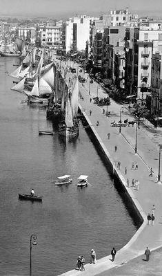 Άποψη της παραλίας από τον Λευκό Πύργο. Φωτογραφία του Hanns Tschira, το 1940.