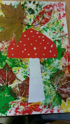 Pilz im Laubwaldherbst-Dekofenster oder -korridor - , Fall Arts And Crafts, Autumn Crafts, Fall Crafts For Kids, Autumn Art, Nature Crafts, Toddler Crafts, Art For Kids, Diy And Crafts, Kindergarten Art