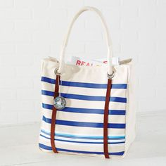 Make your own Nautical Tote Bag using ribbon for your next summer road trip!