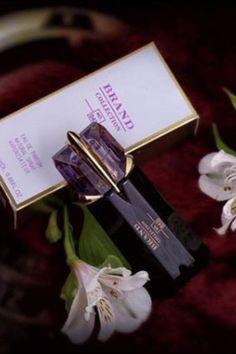 Economize até 90% são mais de 200 opções de perfumes 🥰 Brand Collection são perfumes importados inspirados em perfumes de grifes internacionais Duração: entre 6 e 8 horas. Volumetria: 25 ml Estamos a disposição 😍 #brandcollection #perfumescontratipos #perfumesfemininos Brand Collection, Designer Perfume, Community