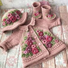 Discover thousands of images about Stricken sie Baby Kleidung - Baby Girl Patterns, Baby Knitting Patterns, Crochet Patterns, Häkelanleitung Baby, Diy Baby, Crochet Baby Clothes, Sweater Set, Baby Cardigan, Wedding Cardigan