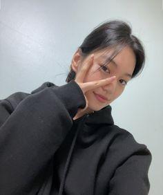 Glam Makeup Look, Makeup Looks, Choi Yoojung, Kim Doyeon, Aesthetic Women, Uzzlang Girl, I Love Girls, Pretty Girls, Girl Photography Poses
