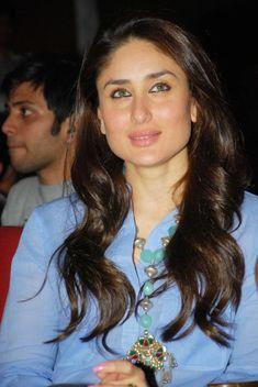 Kareena Kapoor Latest Beautiful Pics In Blue Dress Kareena Kapoor Wallpapers, Kareena Kapoor Images, Kareena Kapoor Khan, Bollywood Celebrities, Bollywood Fashion, Bollywood Actress, Karena Kapoor, Deepika Padukone Style, Deep V Neck Dress