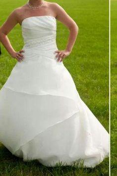 ♥ Schlichtes Brautkleid in der Farbe: Elfenbein ♥  Ansehen: http://www.brautboerse.de/brautkleid-verkaufen/schlichtes-brautkleid-in-der-farbe-elfenbein/   #Brautkleider #Hochzeit #Wedding