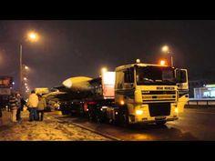 В ночь с 29 на 30 ноября на улицах Киева можно было наблюдать необычное зрелище – транспортировку пассажирского самолета Ту-134А-3 специального назначения.