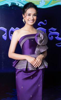 khmer traditional dress African Print Fashion, African Fashion Dresses, African Traditional Dresses, Traditional Outfits, African Attire, African Dress, Thai Fashion, Punk Fashion, Lolita Fashion