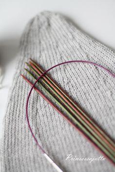 Prinsessajuttu: Toivepostaus: Hiippapipo lapselle, OHJE Knitting, Tricot, Breien, Stricken, Weaving, Knits, Crocheting, Yarns, Knitting Stitches