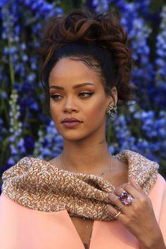 fuckyeahrihanna:  Rihanna at the Dior Fashion Show (02.10.2015.)
