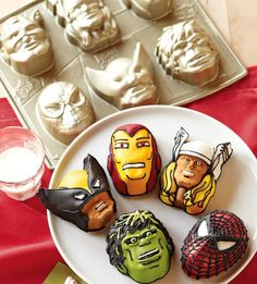 Nordic Ware Marvel ™ Cakelet Pan from Williams-Sonoma :) Wouldn't this be so cool for a kid's super hero party/ Cupcakes Marvel, Marvel Cake, Batman Cakes, Paper Cupcake, Cupcake Cakes, Cupcake Mold, Heidi Klum, Buffet Party, Avenger Cake