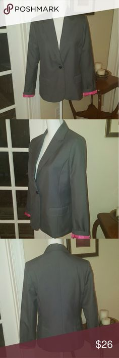 NEW gray American Eagle blazer size M NEW WITH TAGS gray american eagle blazer. Size medium. Cute pink accents. Polyester rayon blend, machine washable! American Eagle Outfitters Jackets & Coats Blazers