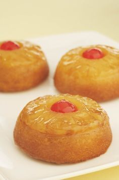 Pineapple Upside Down Minis -Great idea. could make this healthier- (add coconut)  Chocolate fudge and dark cherry  Strawberry shortcake