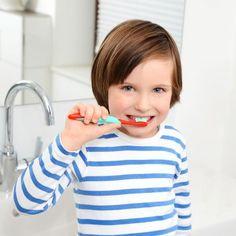 ¿A partir de qué edad deben lavarse los dientes los niños?