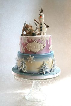 """If you are thinking about have a Frozen party, here are some awesome cake inspirations. If you want more, check out """"More Froze Party Cake. Frozen Birthday Party, Frozen Party Cake, Disney Frozen Cake, Disney Cakes, Sven Frozen, Pretty Cakes, Beautiful Cakes, Amazing Cakes, Cupcakes"""