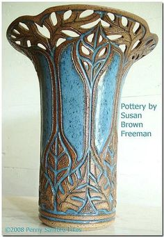 Susan Brown Freeman pottery (Alabama) Love this! Pottery Sculpture, Pottery Vase, Ceramic Pottery, Ceramic Pots, Ceramic Clay, Sgraffito, Hand Built Pottery, Clay Vase, Pottery Techniques