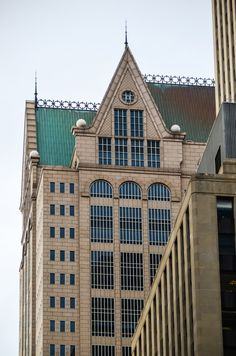 190 South LaSalle (Phillip Johnson & John Burgee, The building's austere masonry facade blends in well with its similarly coated neighbors. But while 190 South LaSalle intentionally blends in at street level, it makes quite a statement along the skyline. Post Modern Architecture, Architecture Panel, Architecture Design, Chicago Hotels, Chicago City, Chicago Illinois, Beach Porch, Chicago Architecture Foundation, Brick Masonry