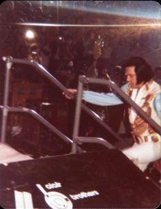 Elvis stepping on stage in Atlanta in june 6 1976