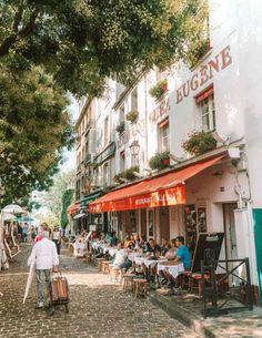 """If the Trip Eiffel is the symbol of Paris, the Cathédrale de Notre-Dame de Paris is its heart. Resting on the banks of the Seine, this wonderful architectural masterpiece is a certain """"must-see"""". Paris France, Oh Paris, Paris City, Montmartre Paris, Paris Travel, France Travel, Mykonos, Santorini, Saint Ouen"""